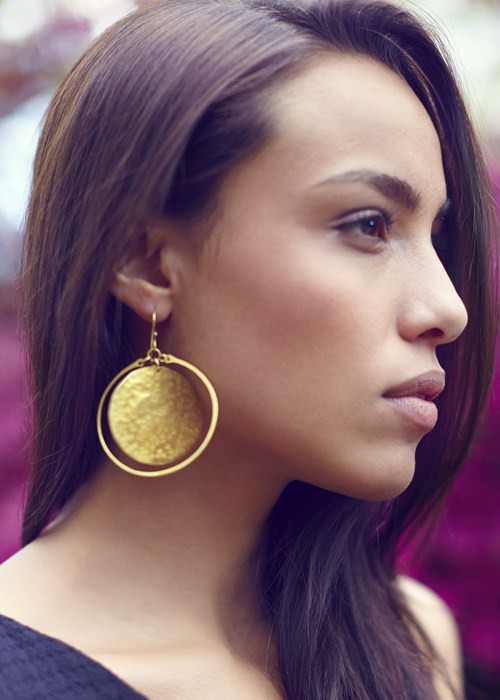 disk-hoop-earrings-in-brass-671bd474b358